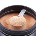 Cucharada de batido de proteinas de chocolate
