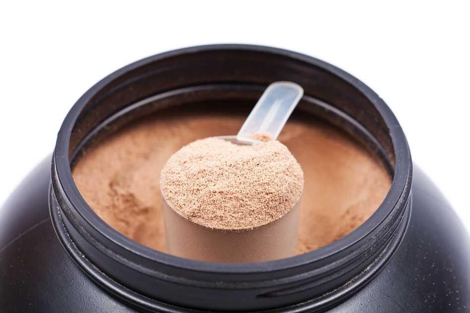 Cucharada de batidos de proteinas de chocolate