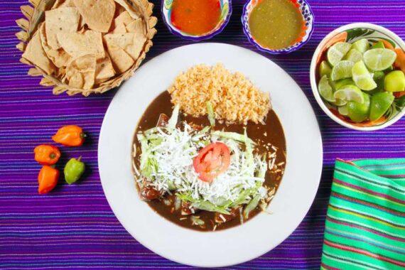 Enchiladas y otras comidas mexicanas