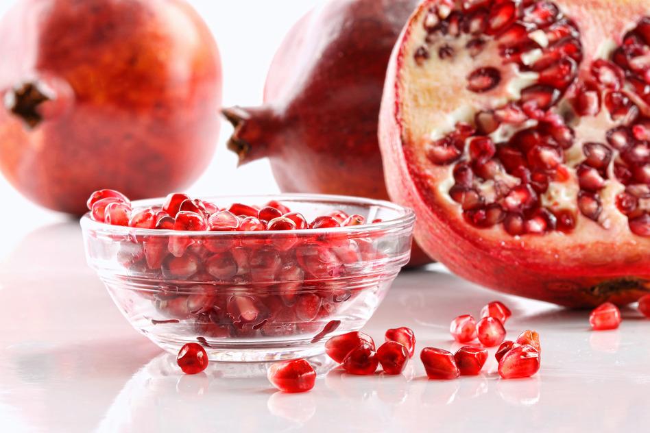 Plato con la fruta granada
