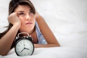Mujer con trastornos del sueño