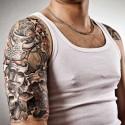 Hombre con tatuaje