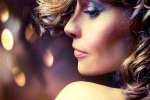 Mujer con cabello ondulado