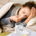 Mujer con resfriado comun