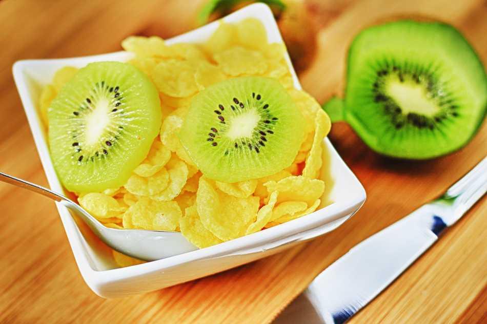 Bocadillo saludable con kiwi