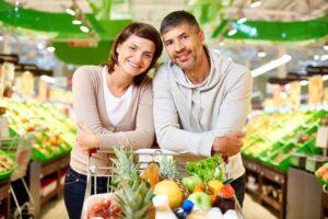 pareja-en-el-supermercado