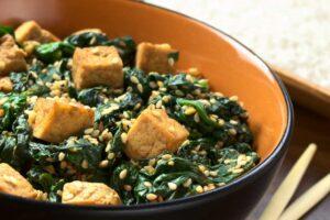 tofu-espinaca-semillas-de-sesamo