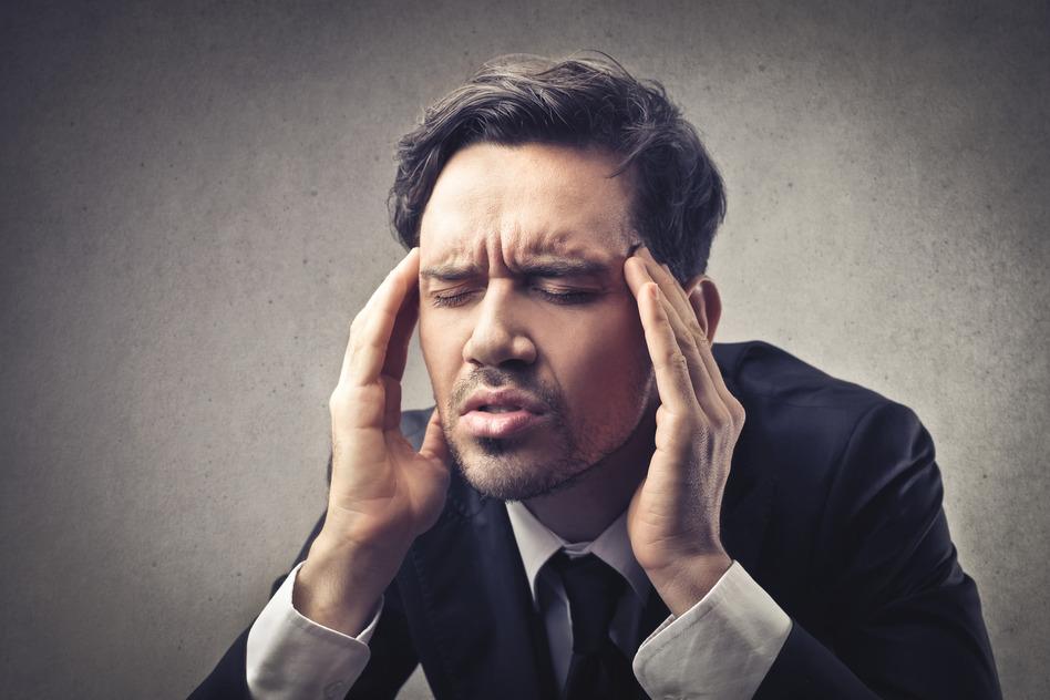 hombre-con-dolor-de-cabeza
