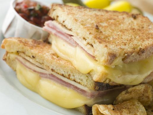 sandwich montecristo de jamón y queso
