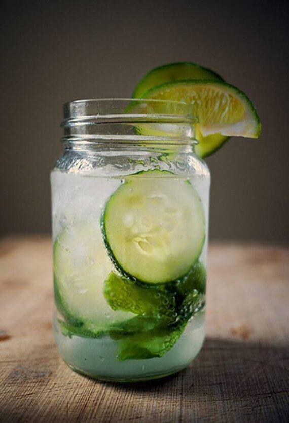 Agua de pepino para hidratarse