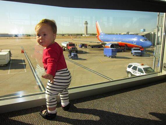Consejos viaje avion con bebe